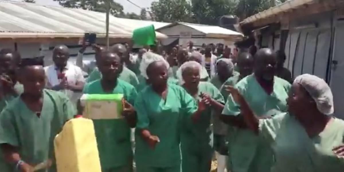 Con cantos y bailes: así celebraron trabajadores de la salud el alta de la última paciente con ébola en la República Democrática del Congo