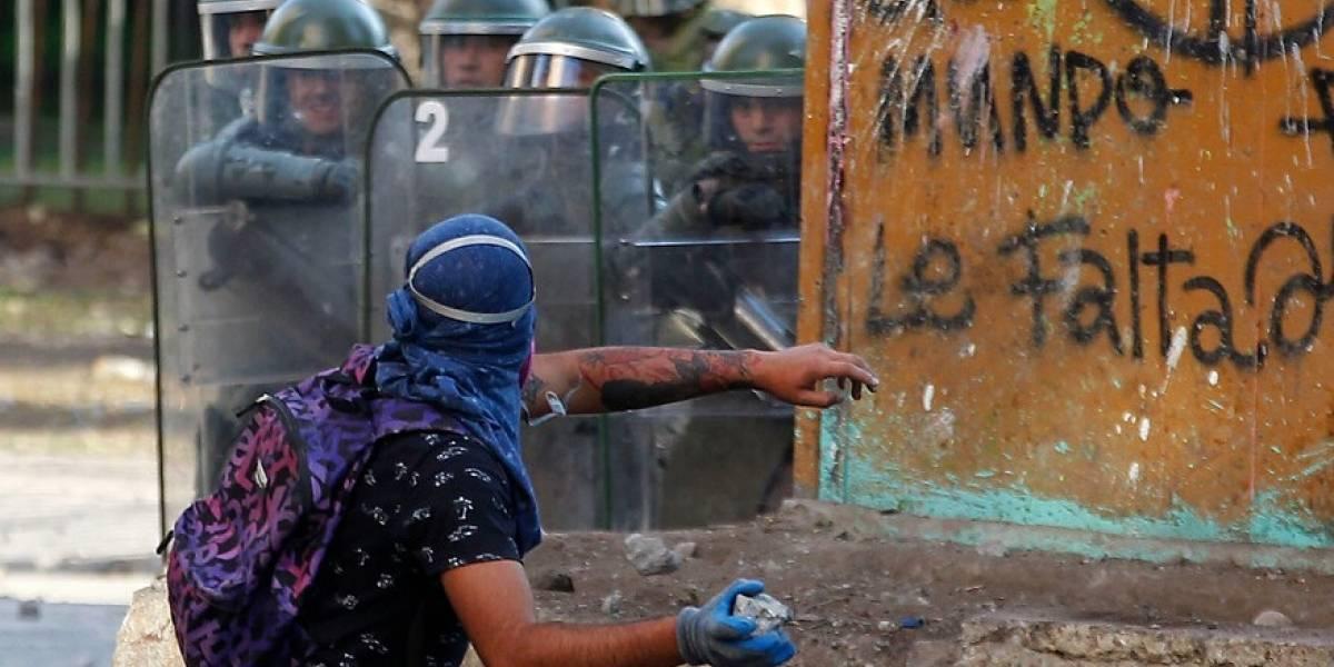 Otra jornada de incidentes en la Plaza Baquedano mientras Transantiago y Metro ven alteradas sus operaciones