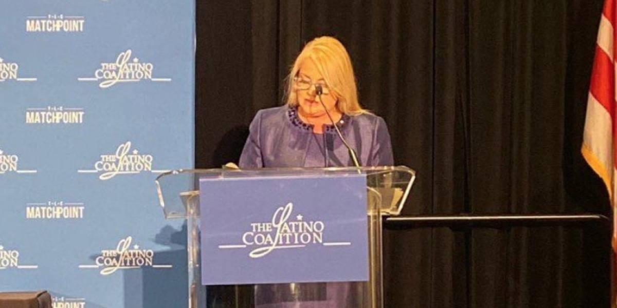 Trump saluda a Wanda Vázquez durante Latino Coalition