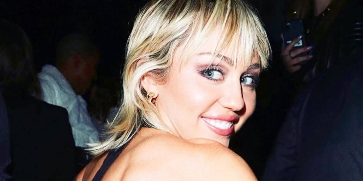 Miley Cyrus encanta con su nuevo look ochentero, idea de su mamá