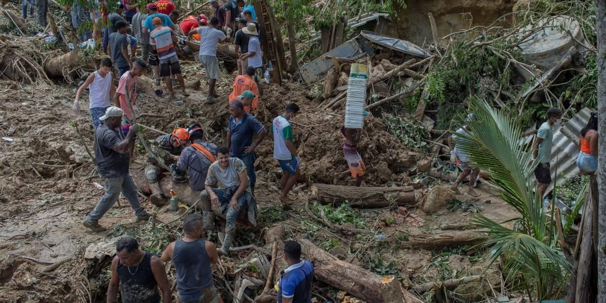 Governo reconhece situação de emergência na Baixada; mortes chegam a 27 e, desaparecidos, a 43
