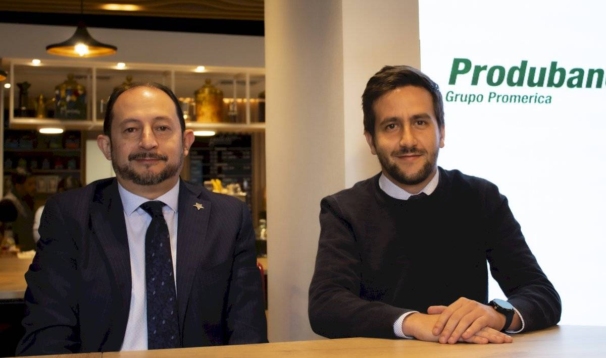 Fabián Garzón, vicepresidente de Planificación y Desarrollo y Sergio Dávalos, jefe de la agencia Oscar Ayo