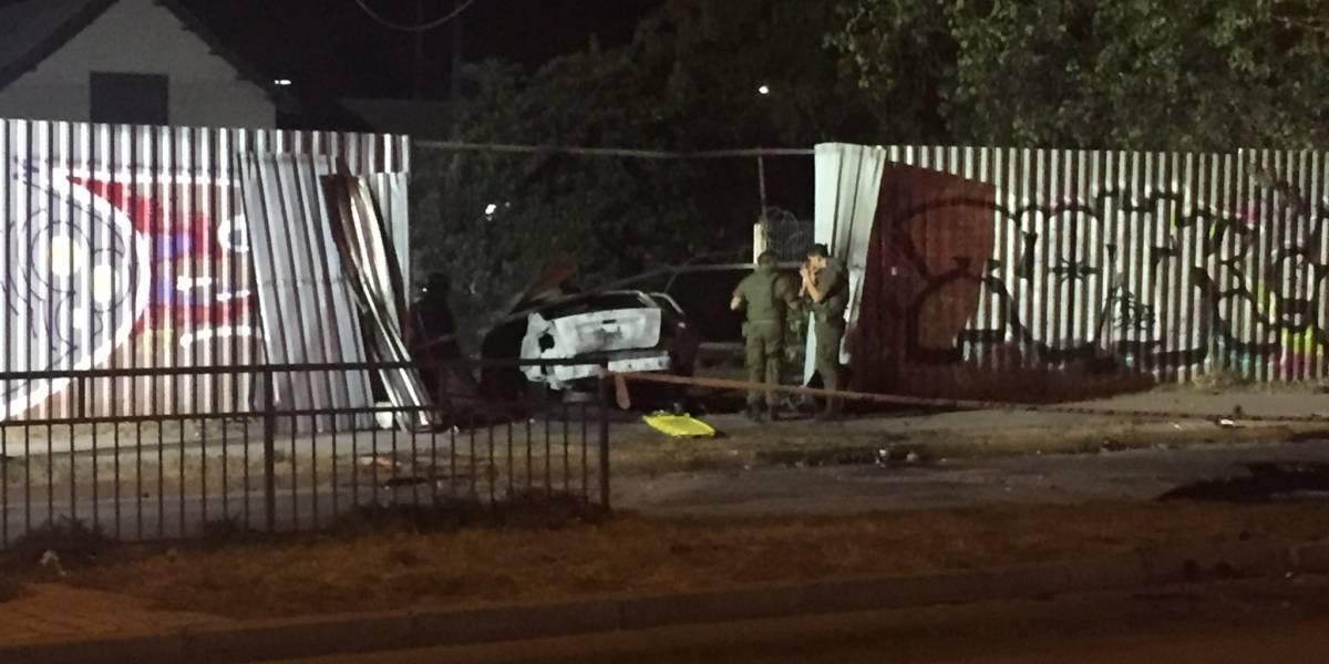 Murieron calcinados al interior de un vehículo tras chocar contra una casa