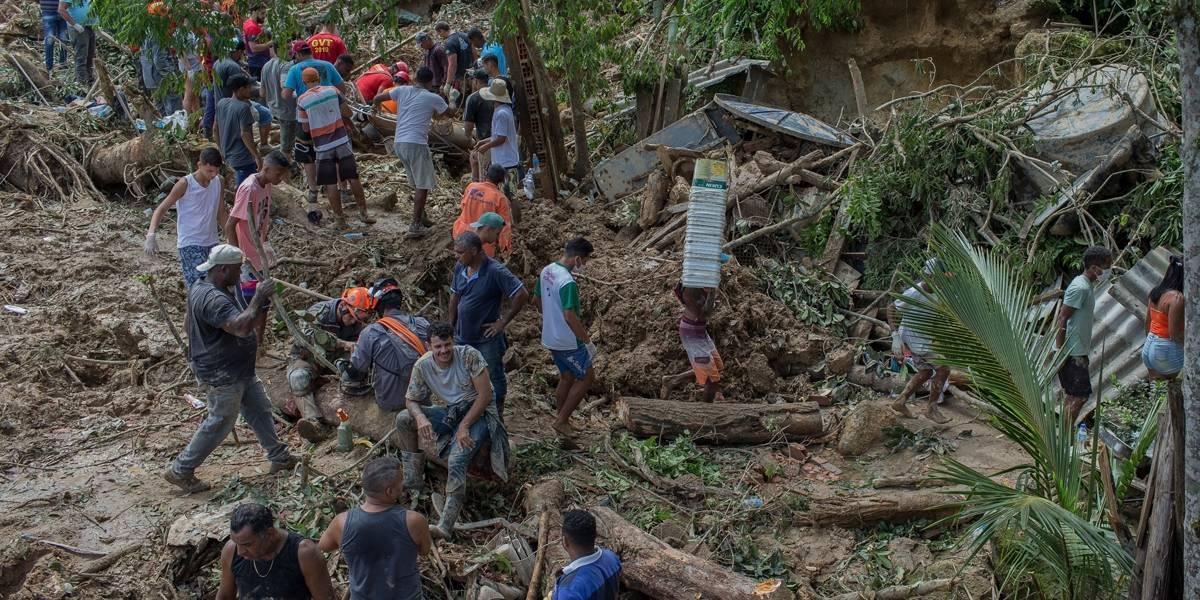 Bombeiros da Capital, Grande São Paulo e Interior são deslocados para Baixada Santista