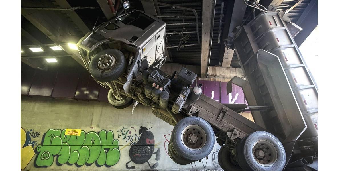 Túnel da praça Roosevelt é liberado após caminhão danificar vigas