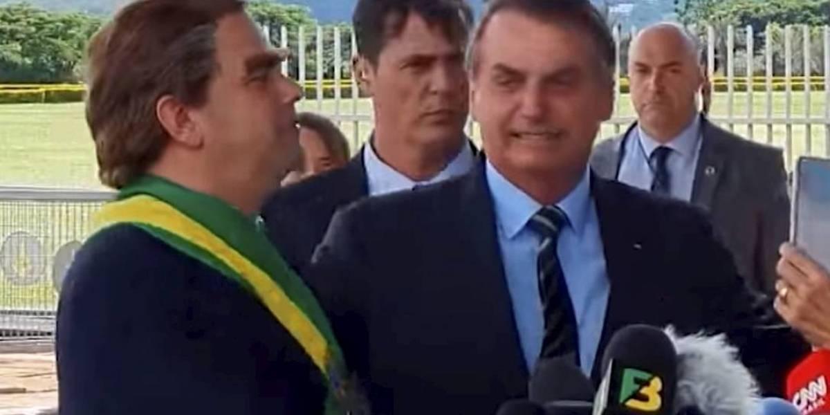 Após chamar humorista para comentar PIB, Bolsonaro diz que imprensa faz piada com PIB