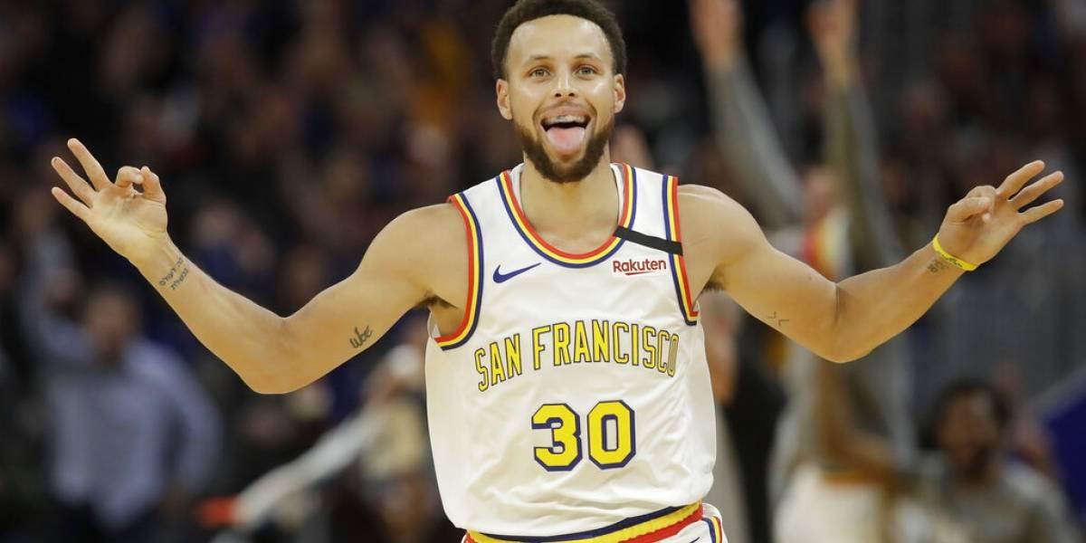Stephen Curry se luce en su regreso pero no puede detener a los Raptors