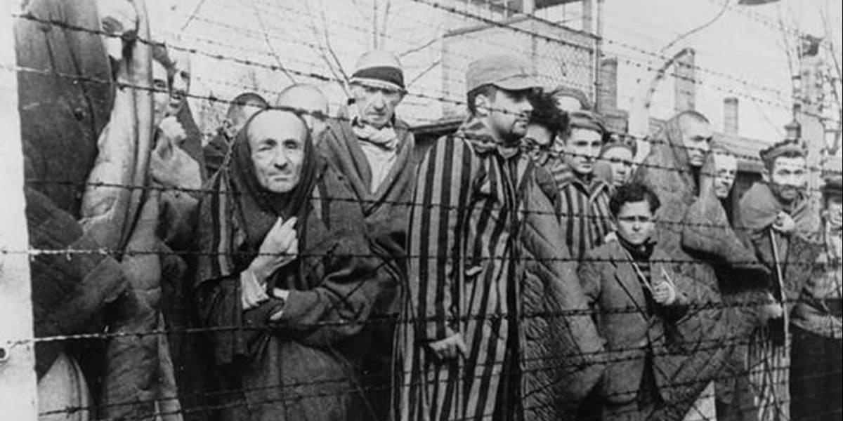 Encuentran antiguo acumulador de fotos hecho con piel humana — Álbum nazi