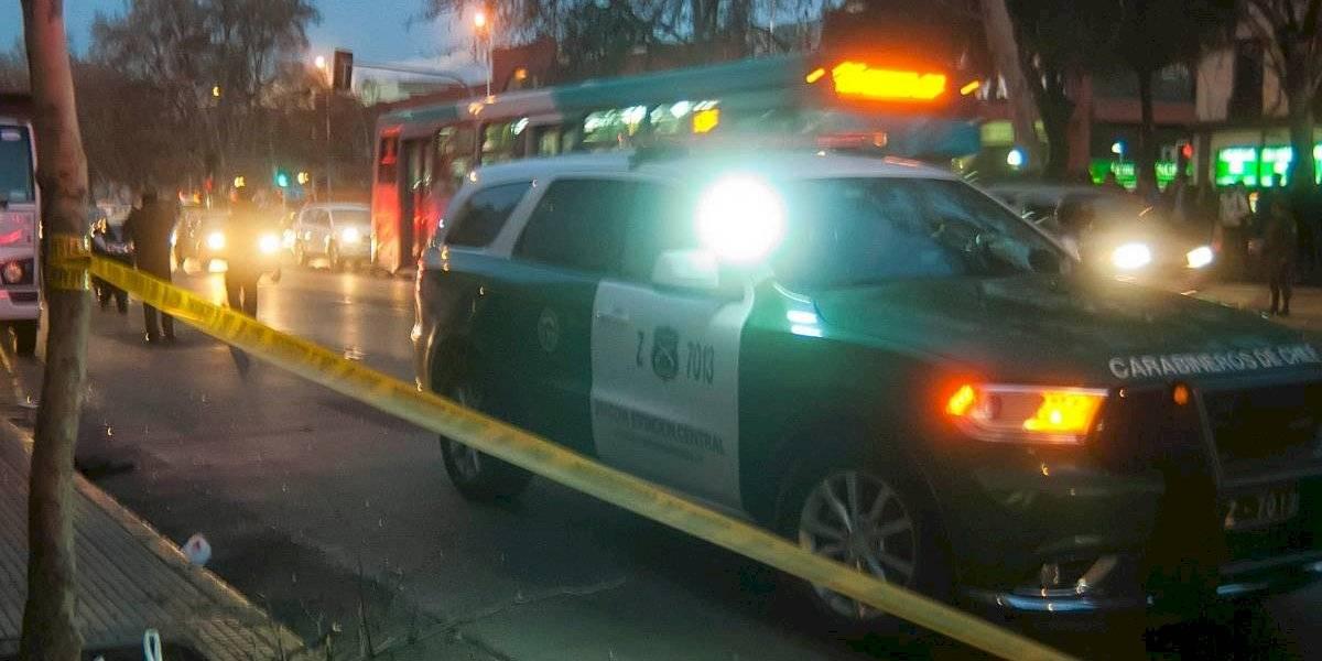Dos hombres fueron detenidos tras conducir armados, ebrios y contra el tránsito frente a La Moneda