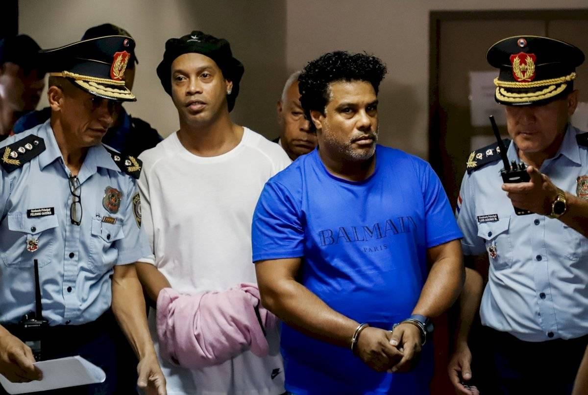 Ronaldinho pasó la noche en la cárcel de Paraguay por llevar pasaporte falso EFE