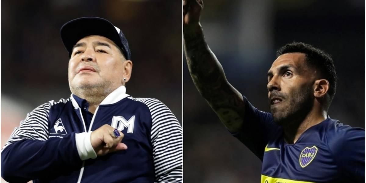 VIDEO. Diego Maradona cumplió: besó a Carlos Tévez en la boca