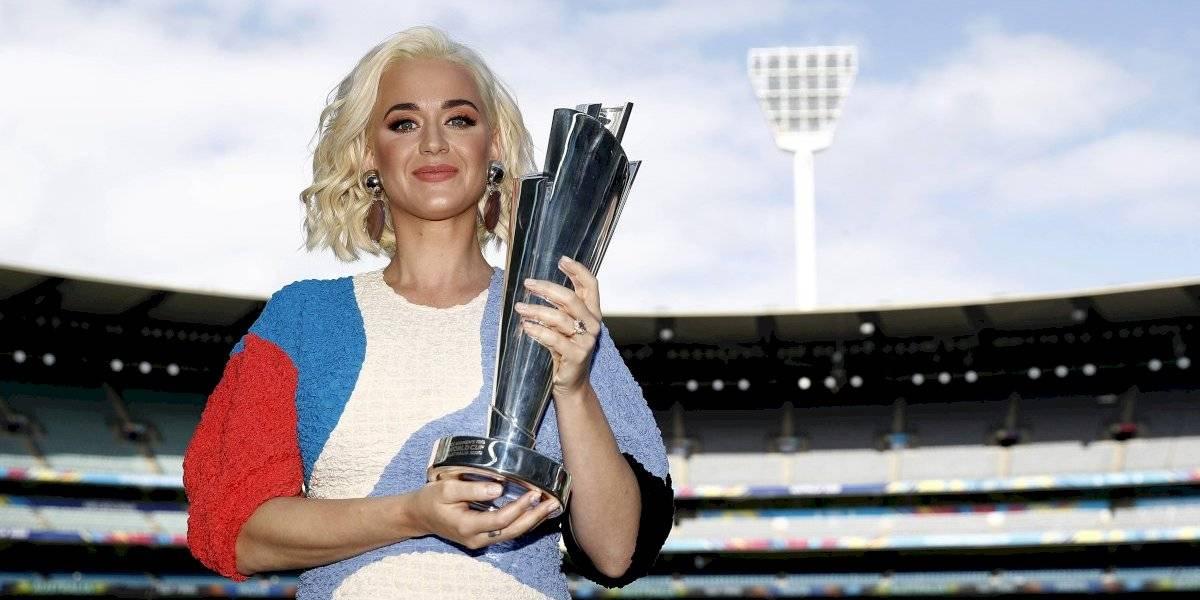 Katy Perry muestra públicamente su embarazo en evento deportivo