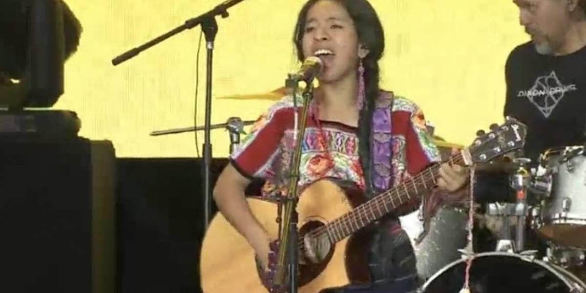 VIDEO. Sara Curruchich canta en el Festival por la Igualdad en el Zócalo de México