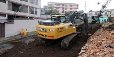 Un gran socavón se abrió en el barrio La Kennedy, norte de Quito