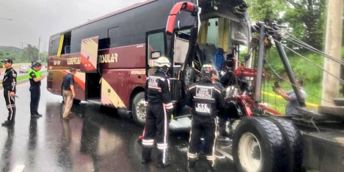 Choque de dos buses dejó 42 personas heridas en la vía a la Costa