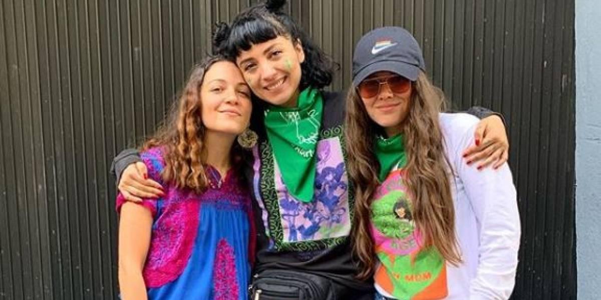 Mon Laferte, Joy Huerta y Natalia Lafourcade posan juntas por el Día Internacional de la Mujer
