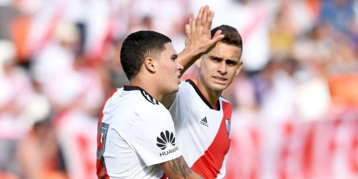 Santos Borré y Juanfer Quintero, en la puerta de salida tras el fracaso de River