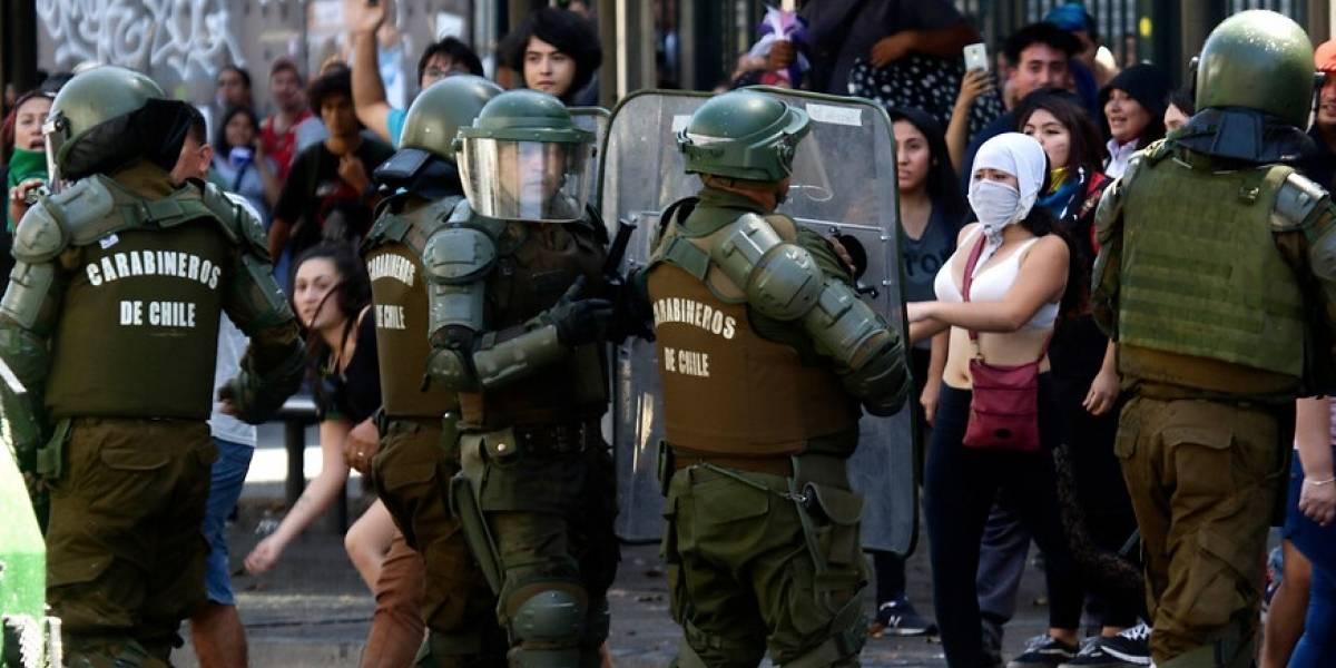 """Carabineros reporta 35 detenidos durante la jornada de """"Huelga Feminista"""" en Santiago"""