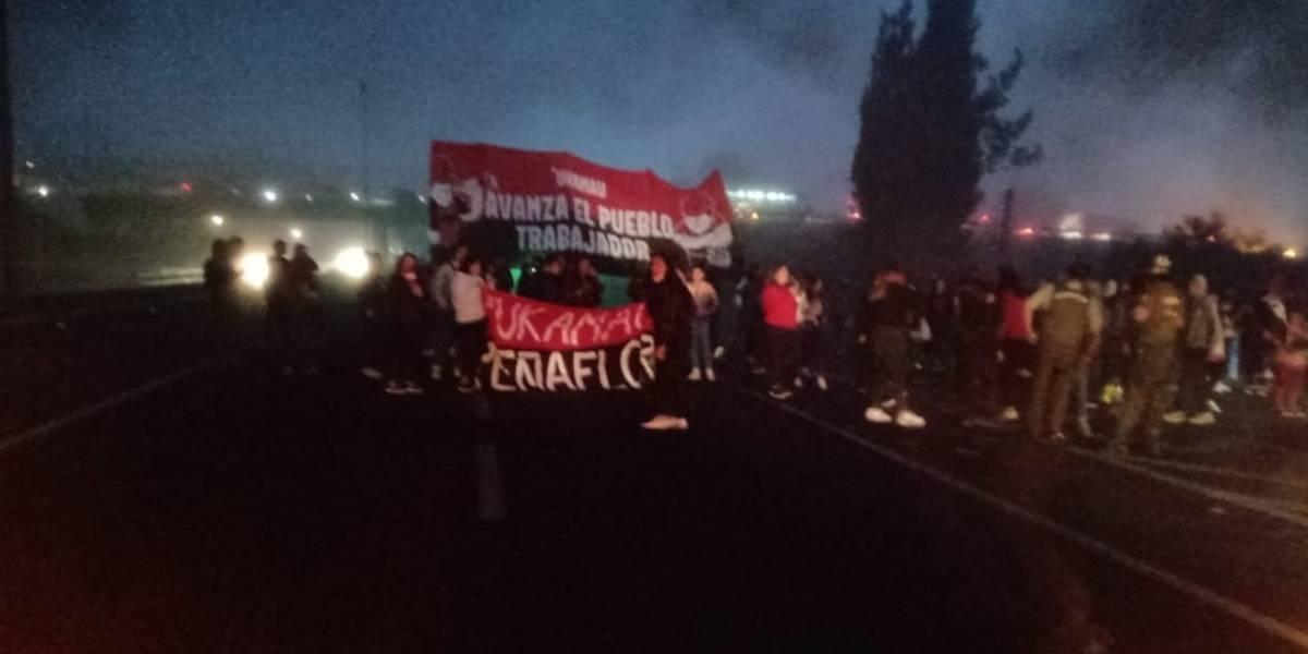 Protestas marcan la mañana en distintos puntos de la Región Metropolitana