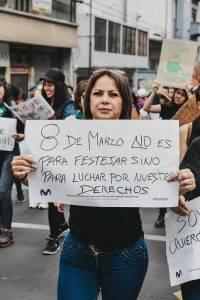 Movistar convirtió un anuncio de prensa en un medio para que las mujeres se expresen