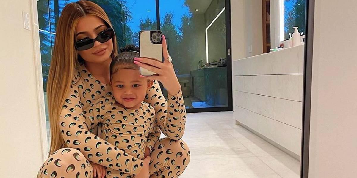 La lujosa cartera de Louis Vuitton que Kylie Jenner personalizó con el nombre de su hija Stormi