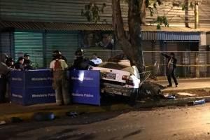 Autoridades laboran en área en donde ocurrió un accidente de tránsito en el bulevar San Rafael, en la zona 18 capitalina.