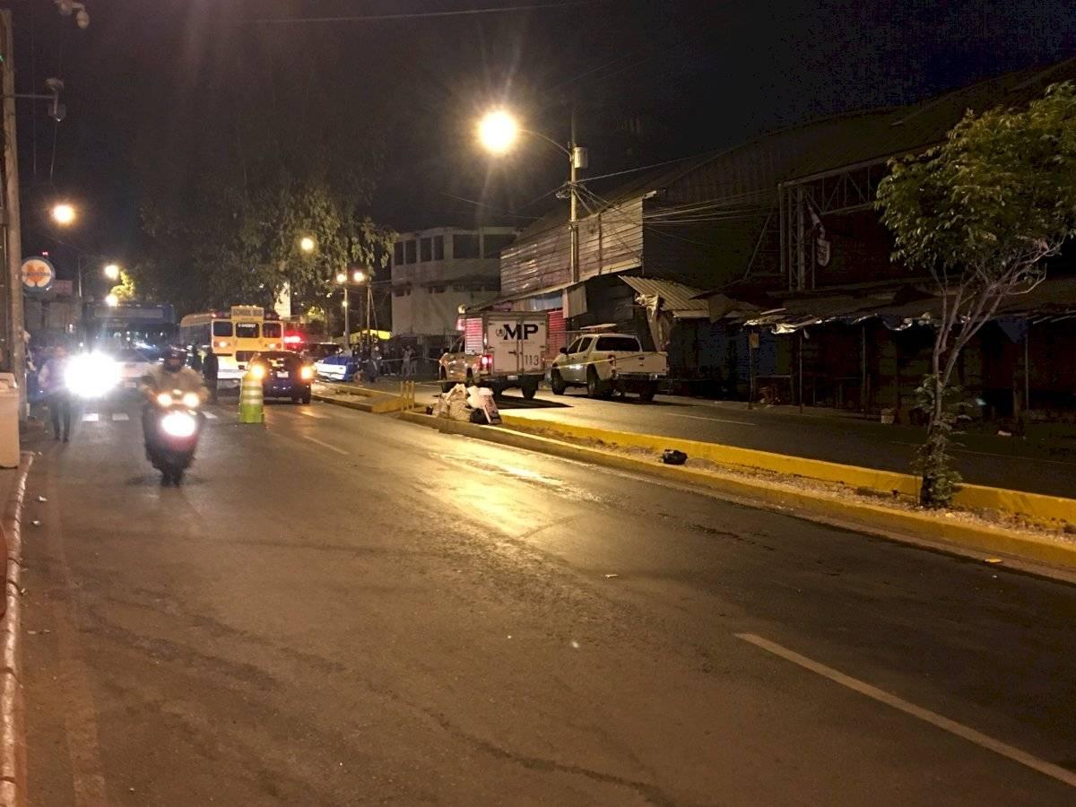 La salida del varias colonias de la zona 18 capitalina estuvo limitada por un accidente de tránsito. Foto: Jerson Ramos