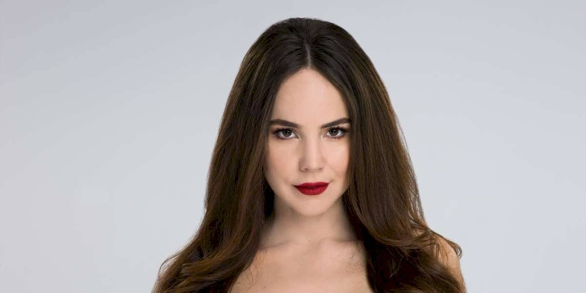 FOTOS. Camila Sodi se muestra desnuda y con una manzana en la boca