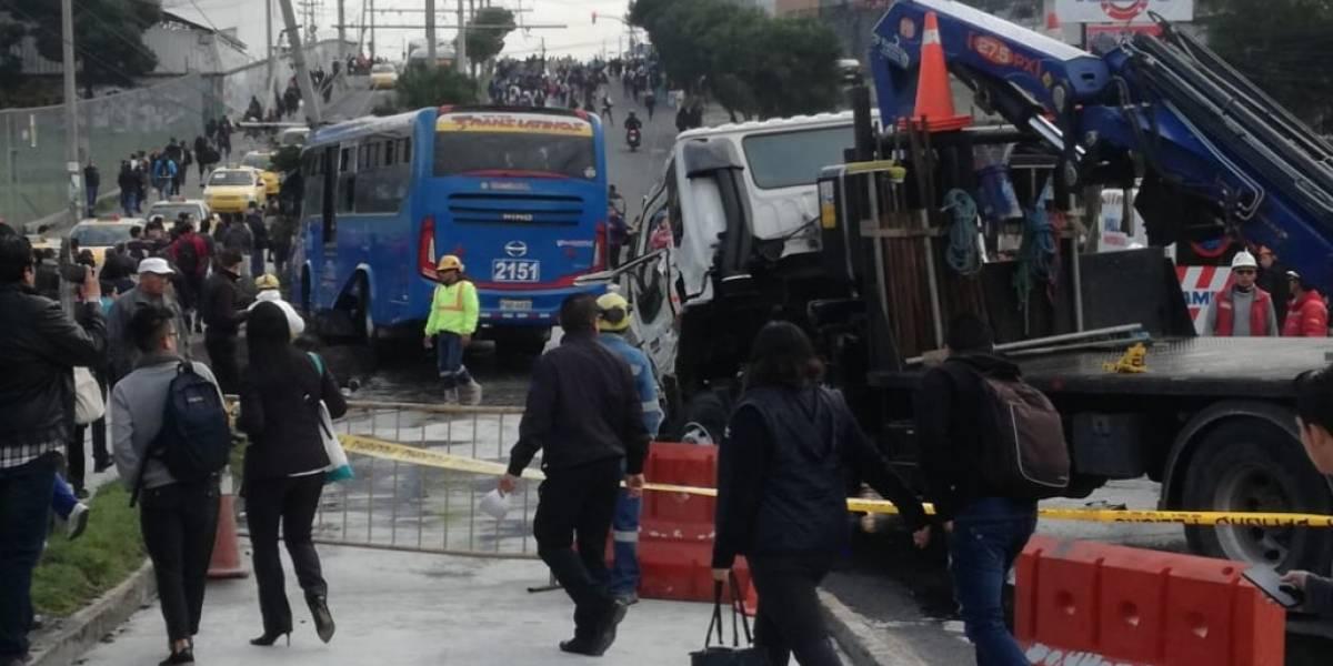 Quito: cuatro heridos por accidente de tránsito en la avenida Moraspungo