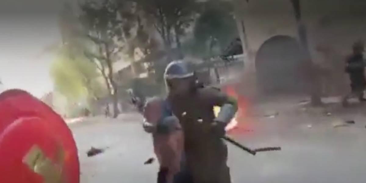 """Director de HRW para América por agresión de carabineros a adulto mayor: """"Espectáculo grotesco de brutalidad policial"""""""