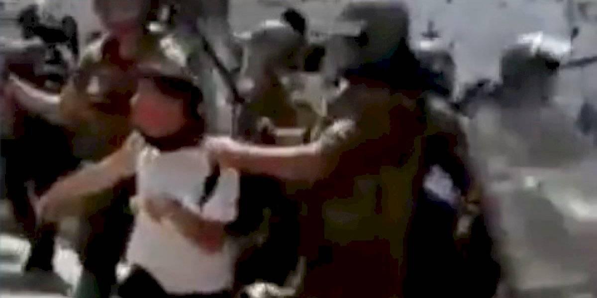 """Gas pimienta al rostro: el despliegue nacional de Carabineros contra menores de edad previo a """"tomazo"""""""