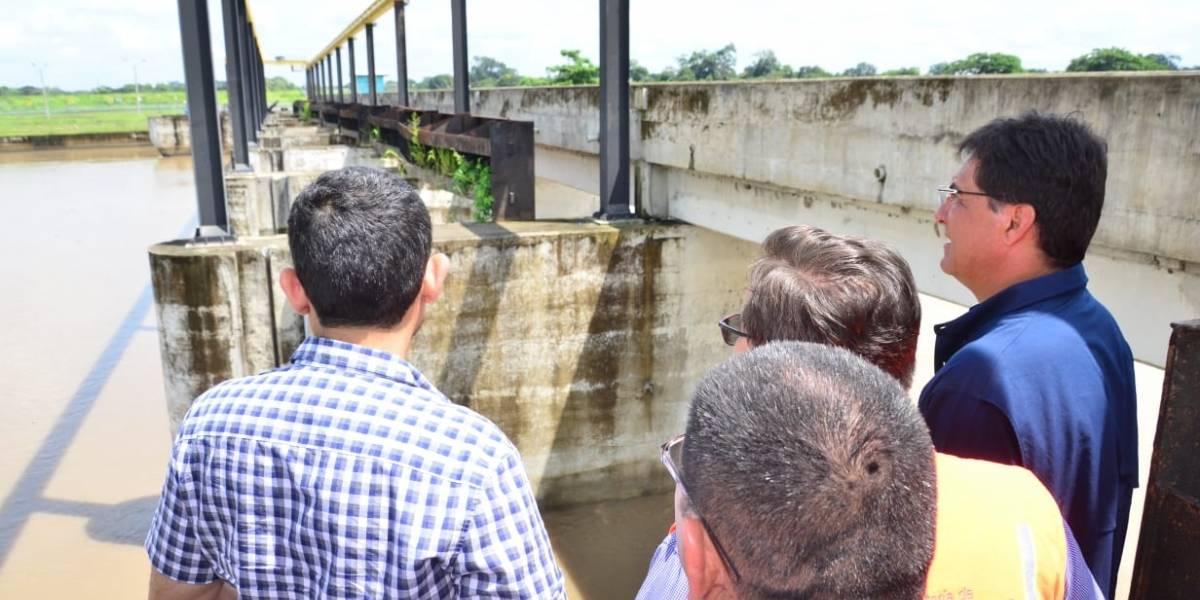 Carlos Luis Morales lleva ayuda humanitaria a damnificados por inundaciones