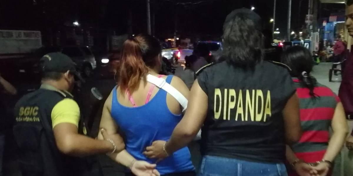 Capturan a dos mujeres por extorsión, también se les señala de otros delitos