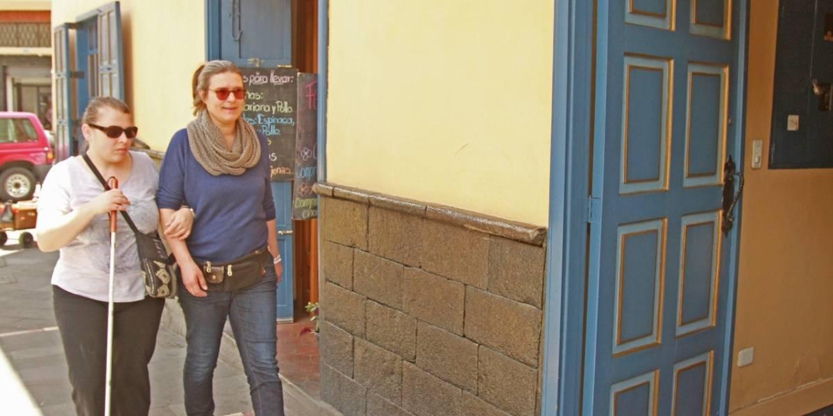 Turistas con discapacidad visual disfrutaron de Cuenca