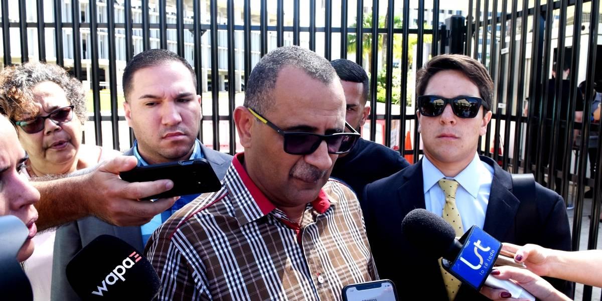 Abel Nazario presenta su renuncia al Senado