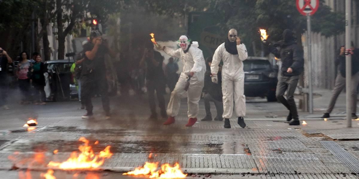 Siete detenidos tras enfrentamientos de secundarios y Carabineros en el Instituto Nacional
