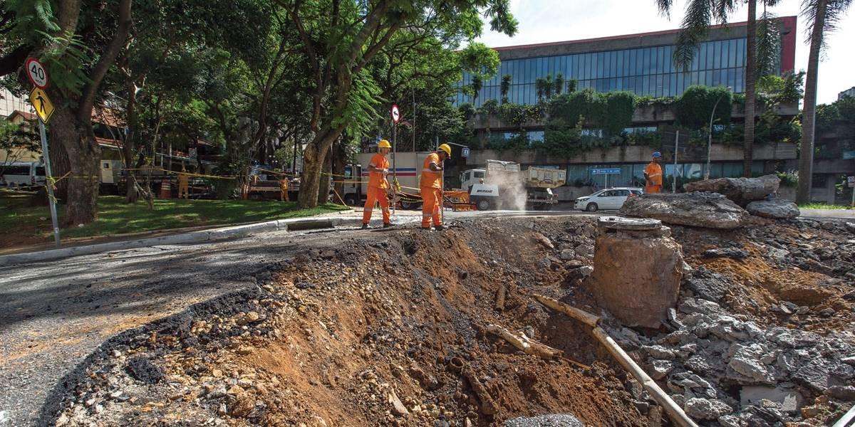 Galerias se rompem e abrem crateras em São Paulo
