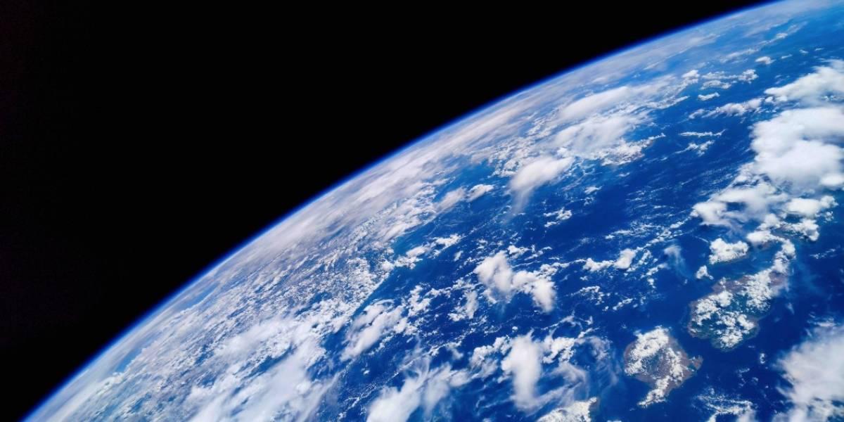 """Esto es """"la última tecnología en imágenes"""": Las espectaculares fotos de la Tierra tomadas desde el espacio con un celular"""