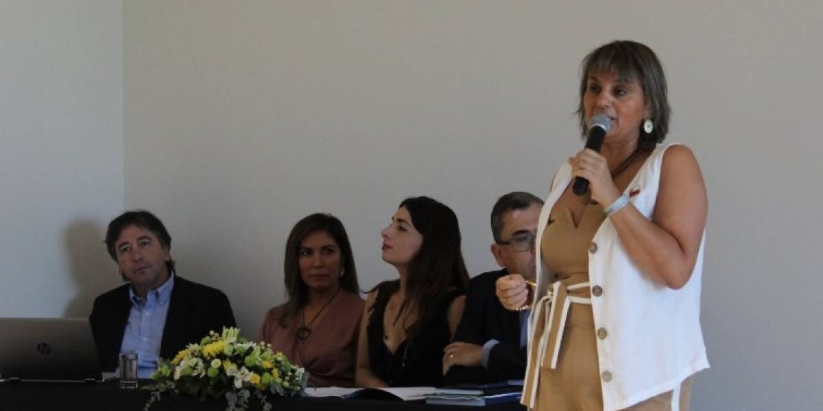 Gobernadora de Itata habría amenazado a funcionarios públicos para que concurrieran a manifestación por el rechazo