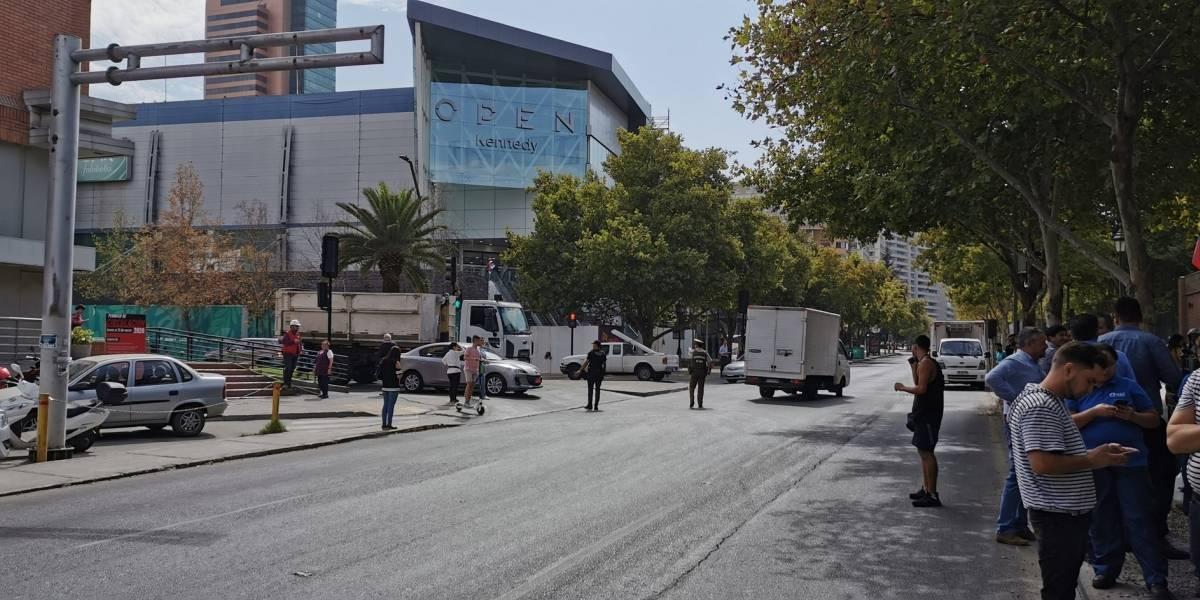 Aviso de bomba obliga a evacuar oficinas del Parque Arauco