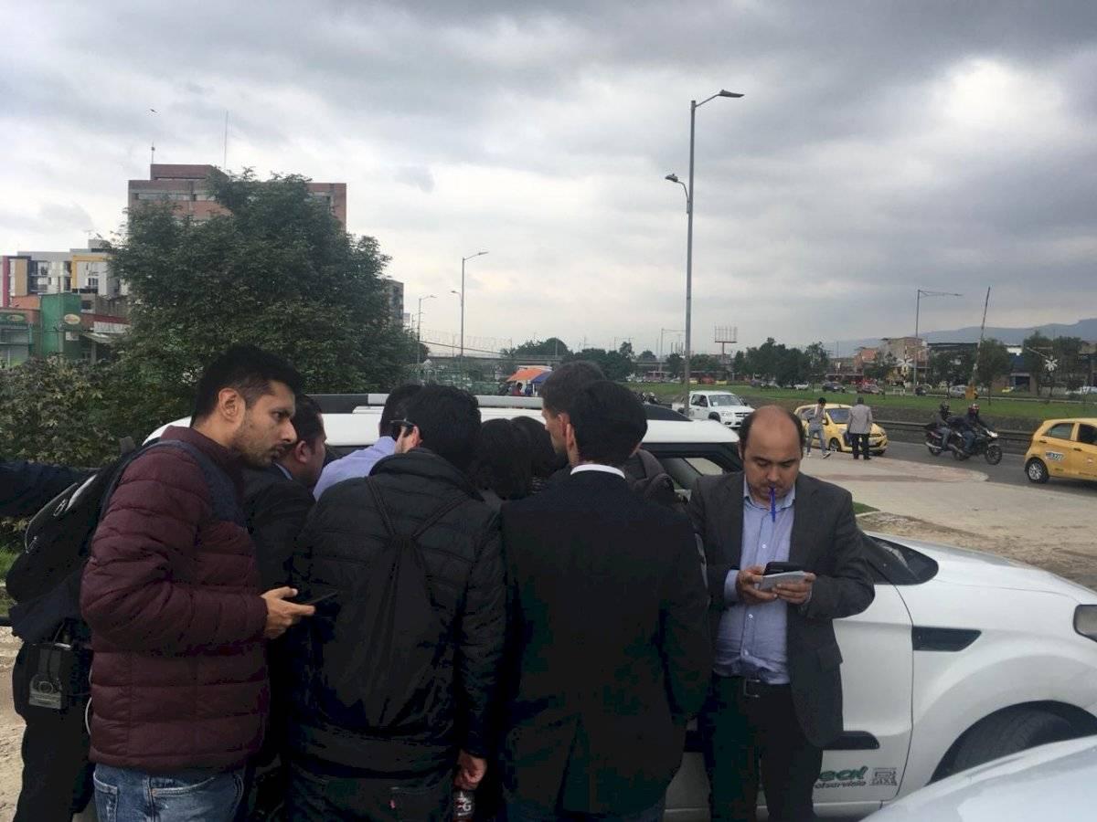 Periodistas afuera de la sede de la FCF