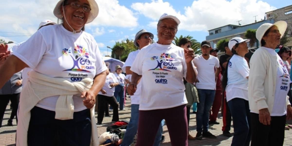 """Se recomienda """"autoaislamiento obligatorio"""" para adultos mayores en Quito por coronavirus"""