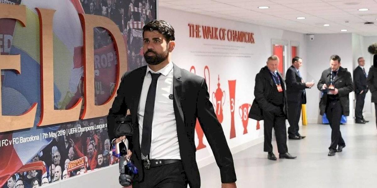El grosero gesto de Diego Costa a los periodistas a la salida de Anfield
