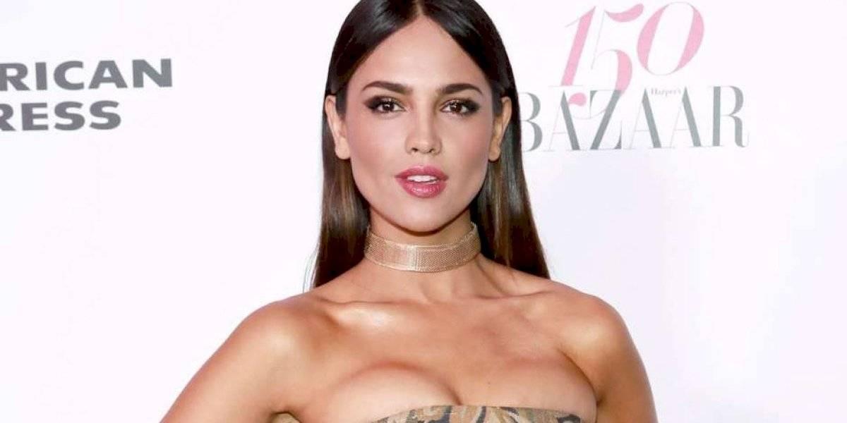 Eiza González se quitó los implantes de senos y estas fotos sin sostén serían la prueba