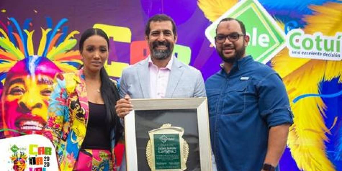 Actor Jalsen Santana fue reconocido en carnaval de Cotuí