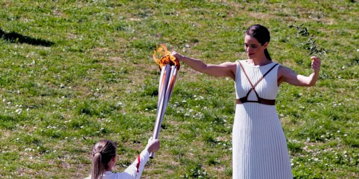 Llueven críticas a JJOO por encender llama olímpica en medio de pandemia
