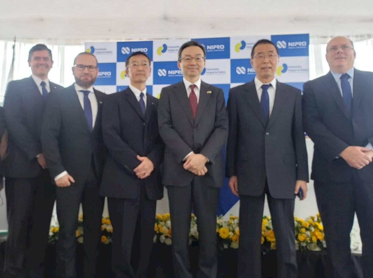 Sr. Jorge Mera, Sr. Santiago Cueva, Sr. Goichi Miyazumi, Embajador Sr. Sudo Yuji, Sr. Katsuo Wakatsuki, Sr. Omar Valenzuela