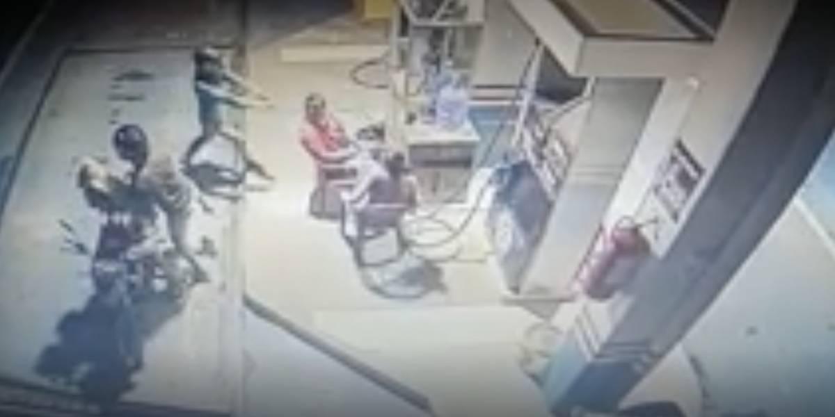 Tres sujetos en moto asaltan a trabajador de una gasolinera en la vía Echeandía-Ventanas