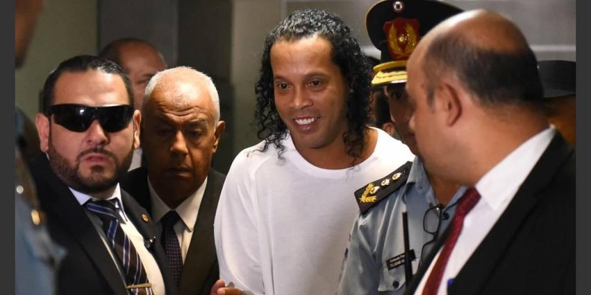 """Así es la """"buena vida"""" de Ronaldinho en prisión"""