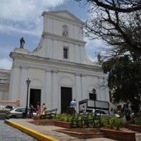 Iglesias podrán operar siete días pese a cierre de los domingos